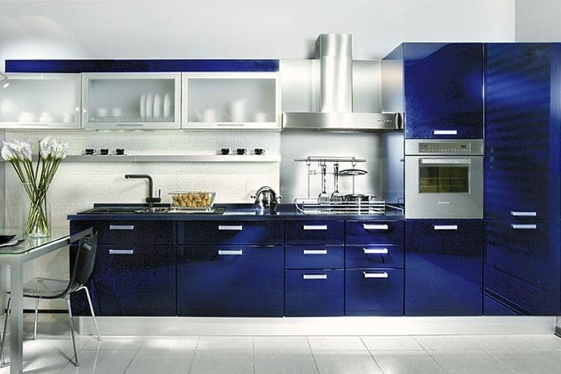Кухня с темно синими фасадами