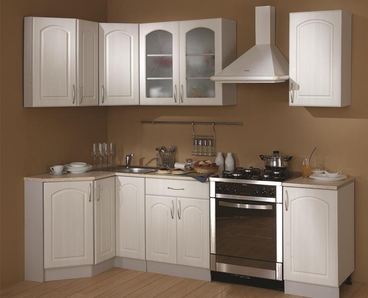 Недорогая угловая кухня классического стиля