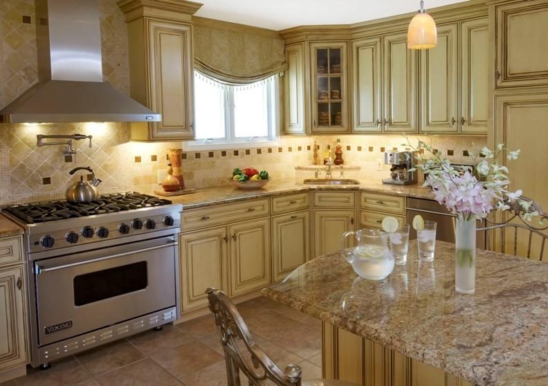 Красивая и уютная классическая кухня