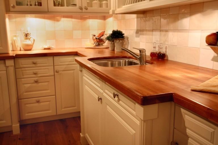Кухня из натурального дерева, деревянная столешница