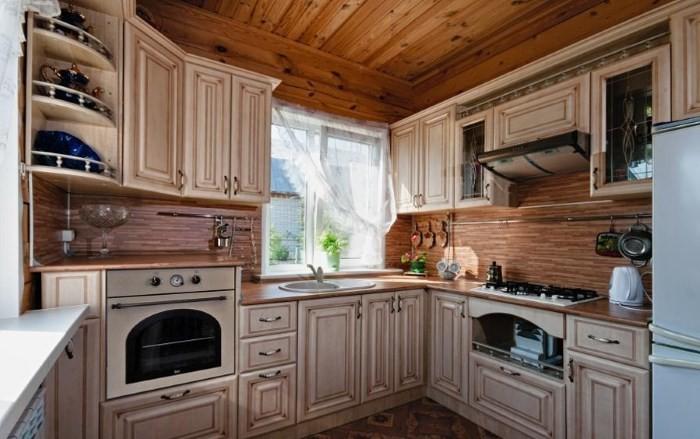Модная кухня с патинированными фасадами