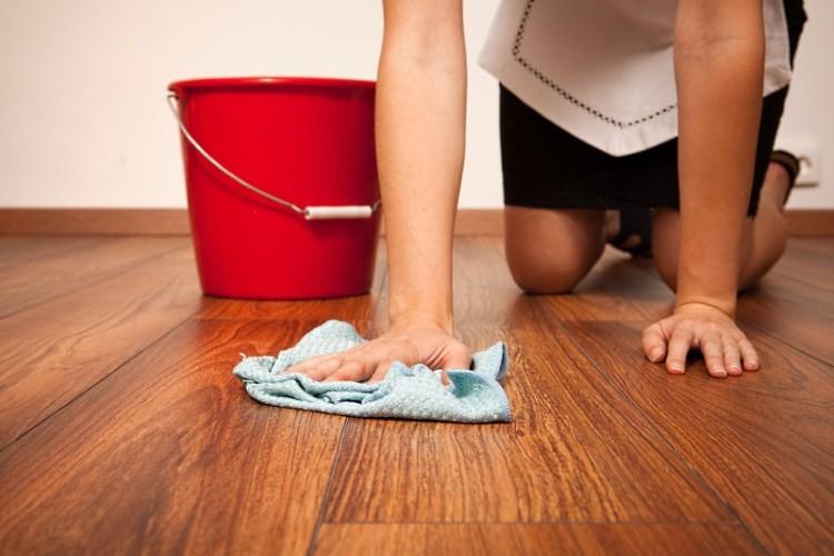Мытье линолеума