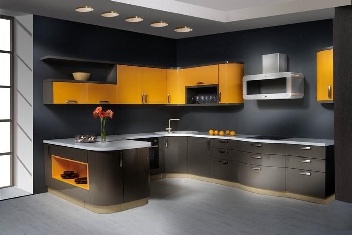 П-образная кухня с глянцевыми фасадами
