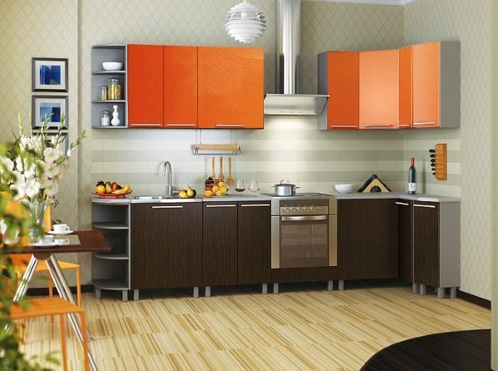 Сочетание оранжевого цвета и дерева на кухне