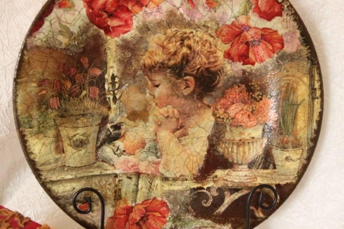 Тарелка, декорированная в технике декупаж