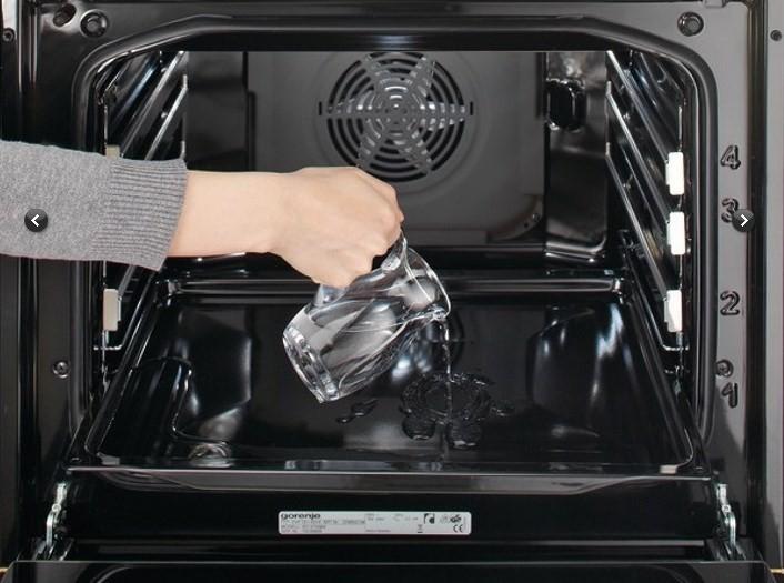 Гидролизная очистка духовки