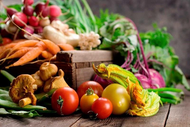 Овощи и ящик для их хранения