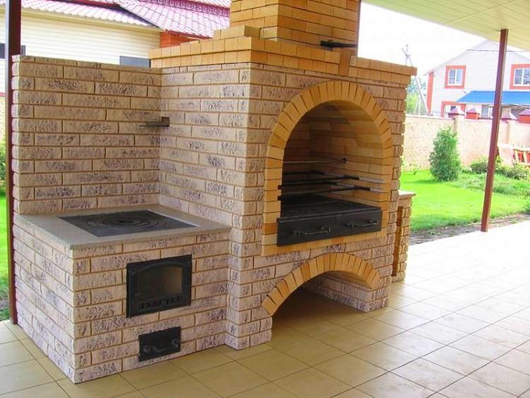 Летняя кухня с печью барбекю