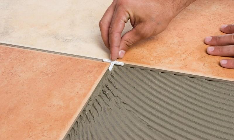 Пластиковые крестики для выравнивания швов плитки