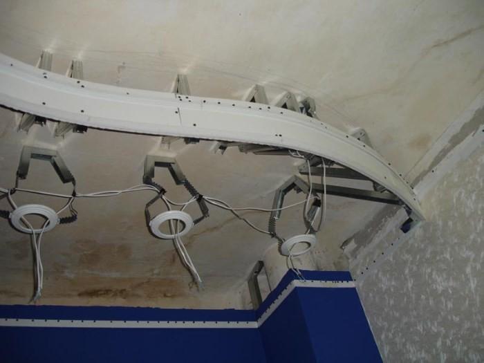 Каркас для натяжного потолка со встроенными светильниками
