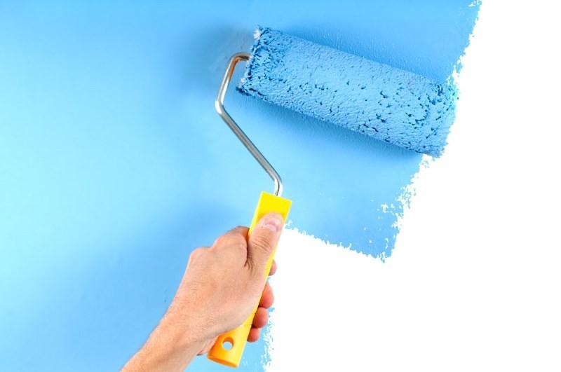 Покраска стены водоэмульсионной краской