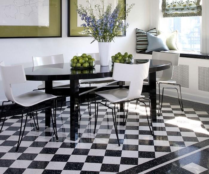Вариант раскладки черно-белой плитки на полу