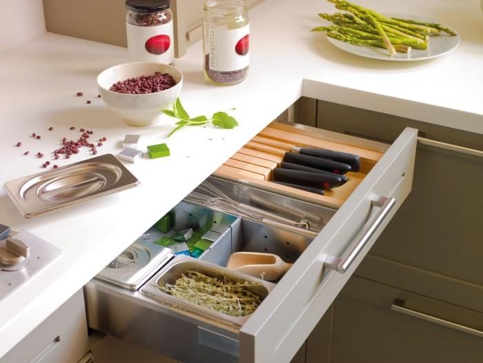 Организация пространства на кухне: выдвижные ящики
