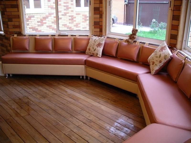 Эркерный диван в кухне