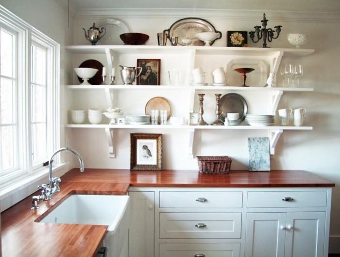 Полки на кухонной стене
