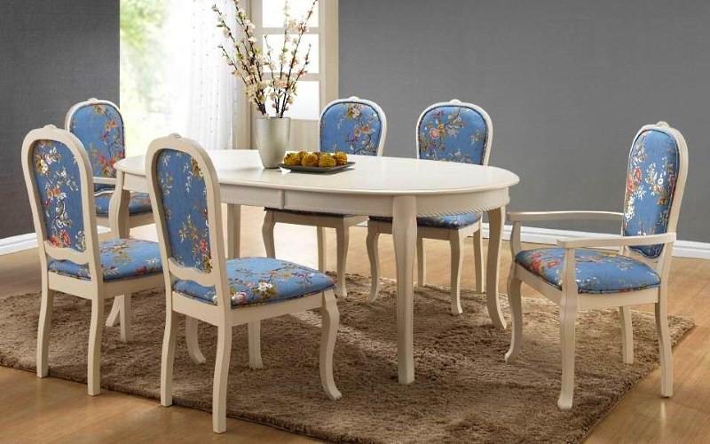Обеденная группа с голубыми стульями
