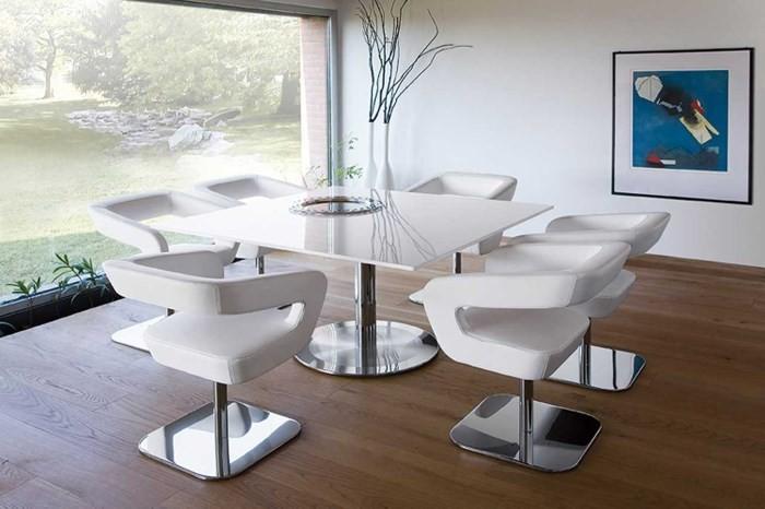 Обеденный стол и стулья белого цвета