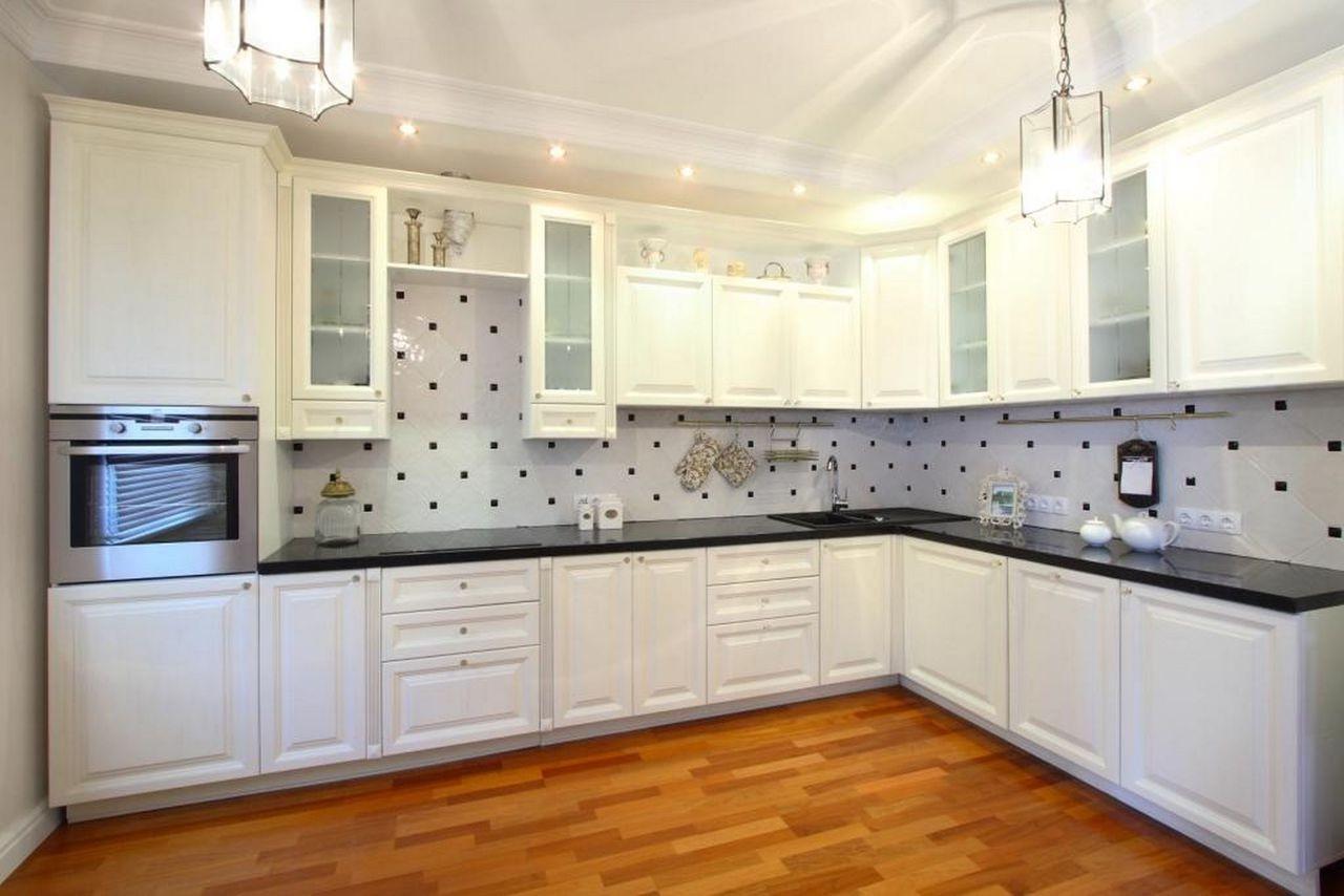 Белые кухни из массива в интерьере фото