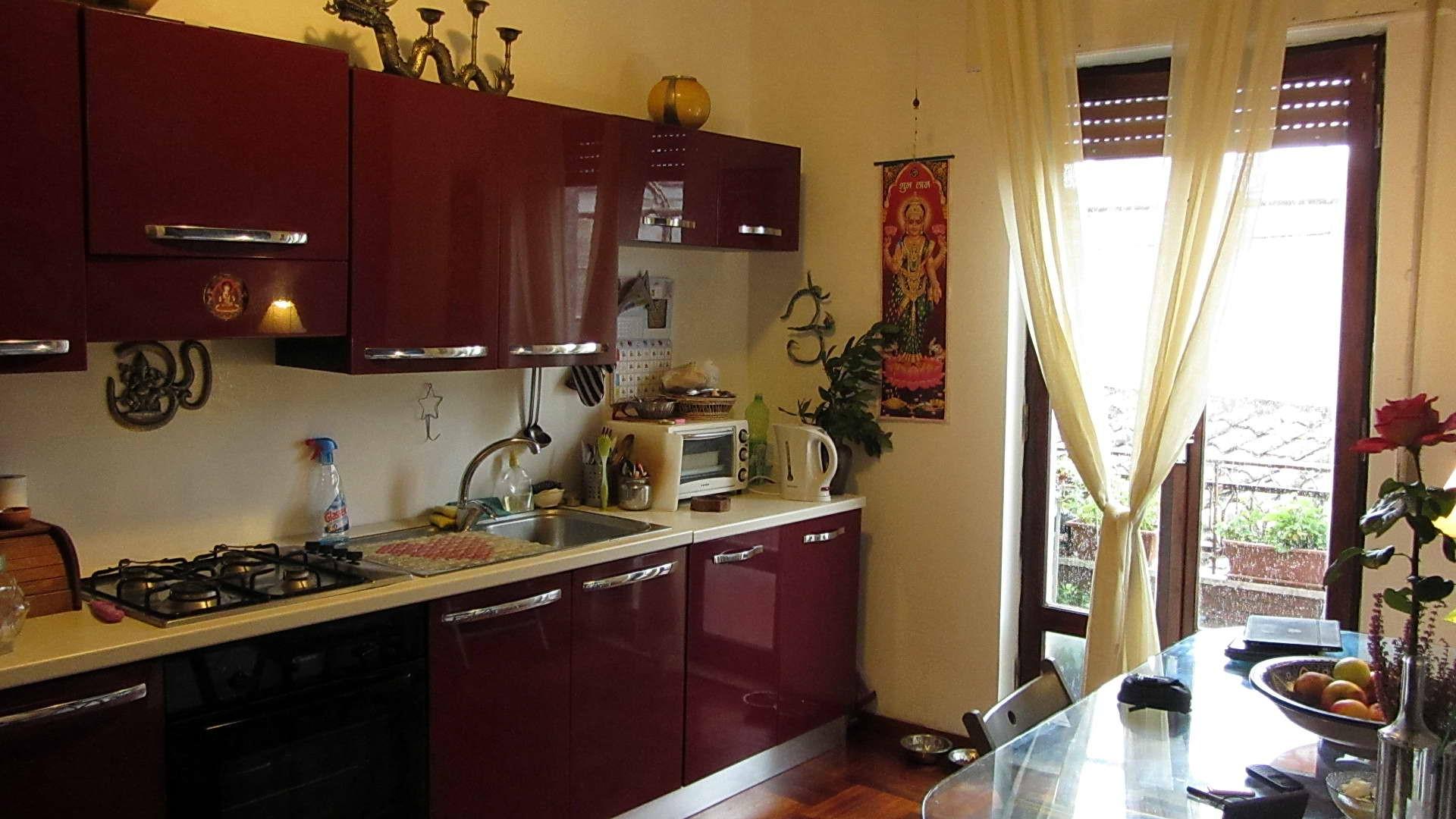кухонные обои с красным рисунком фото каталоги взял его