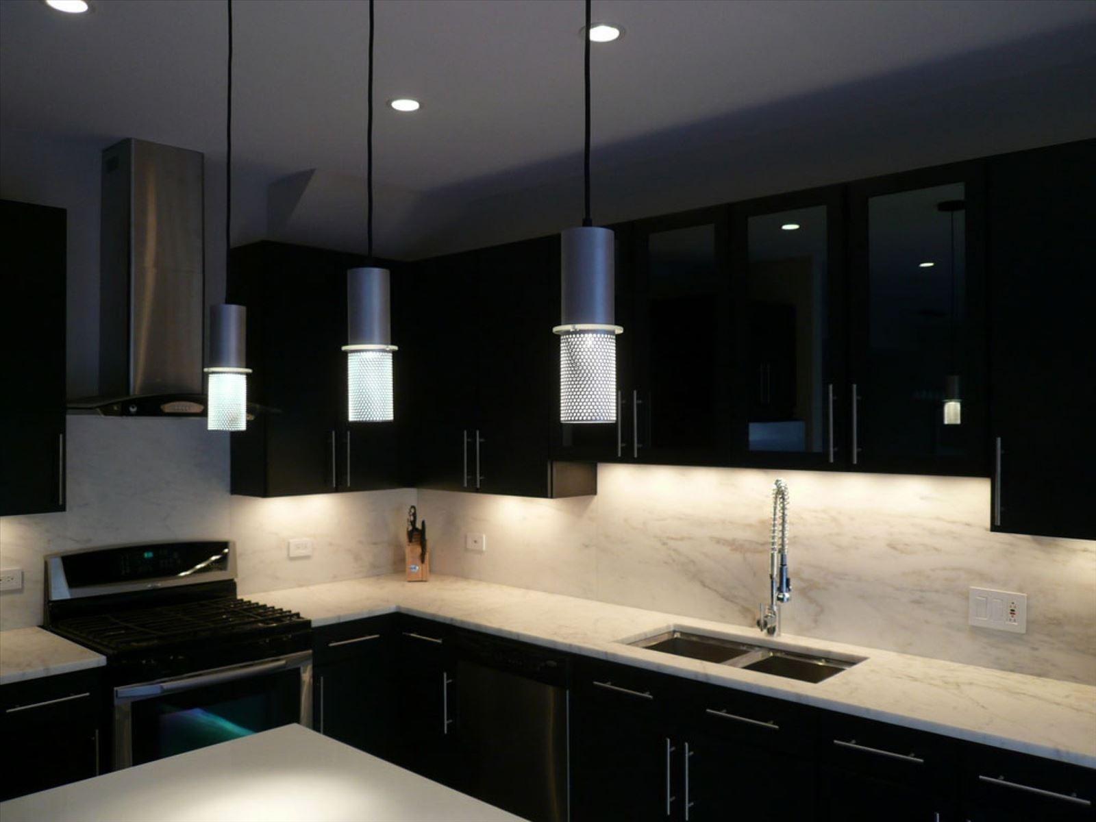 Черно белые кухни в интерьере реальные фото