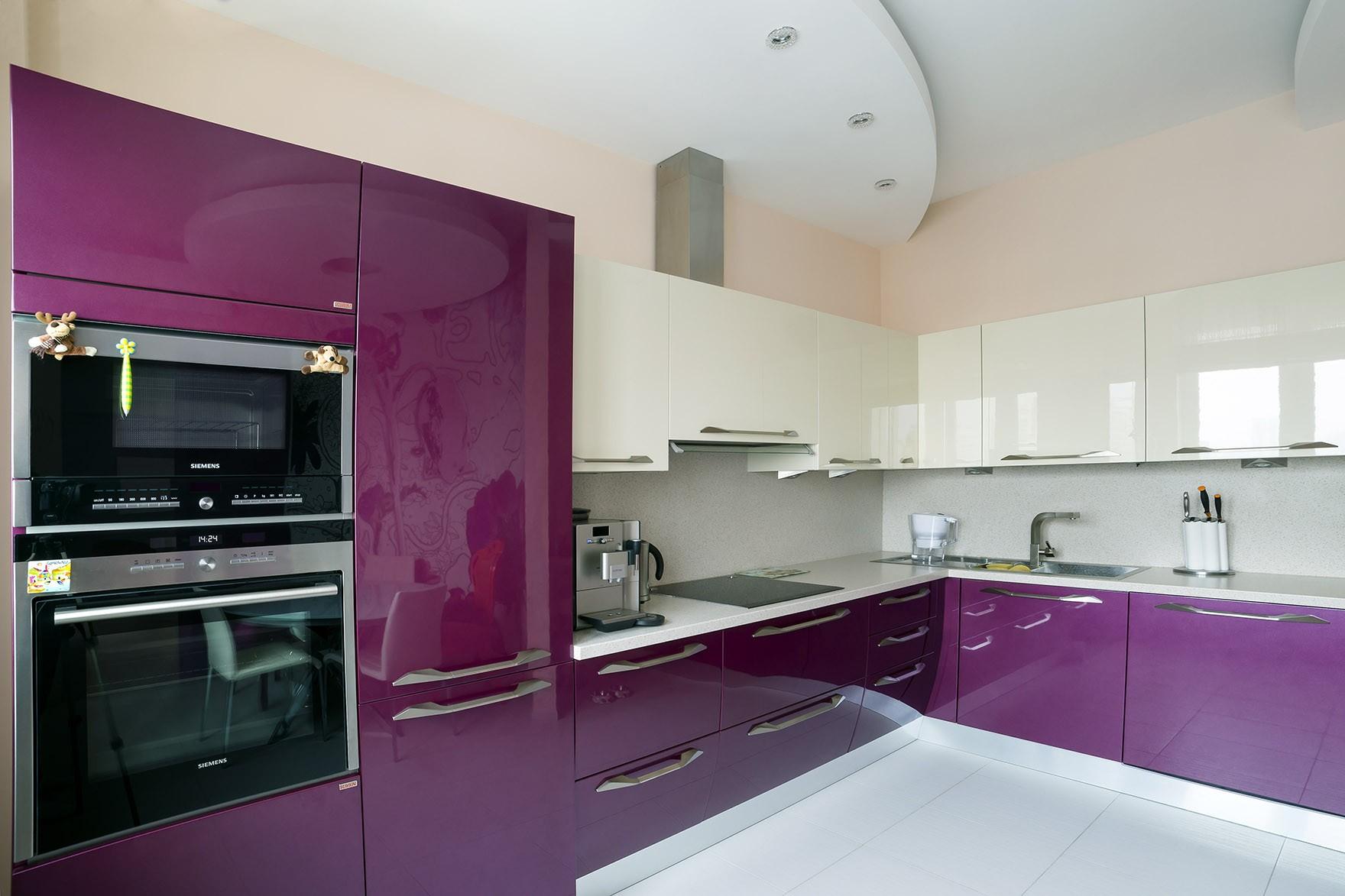 Кухня фиолетовая с белым фото