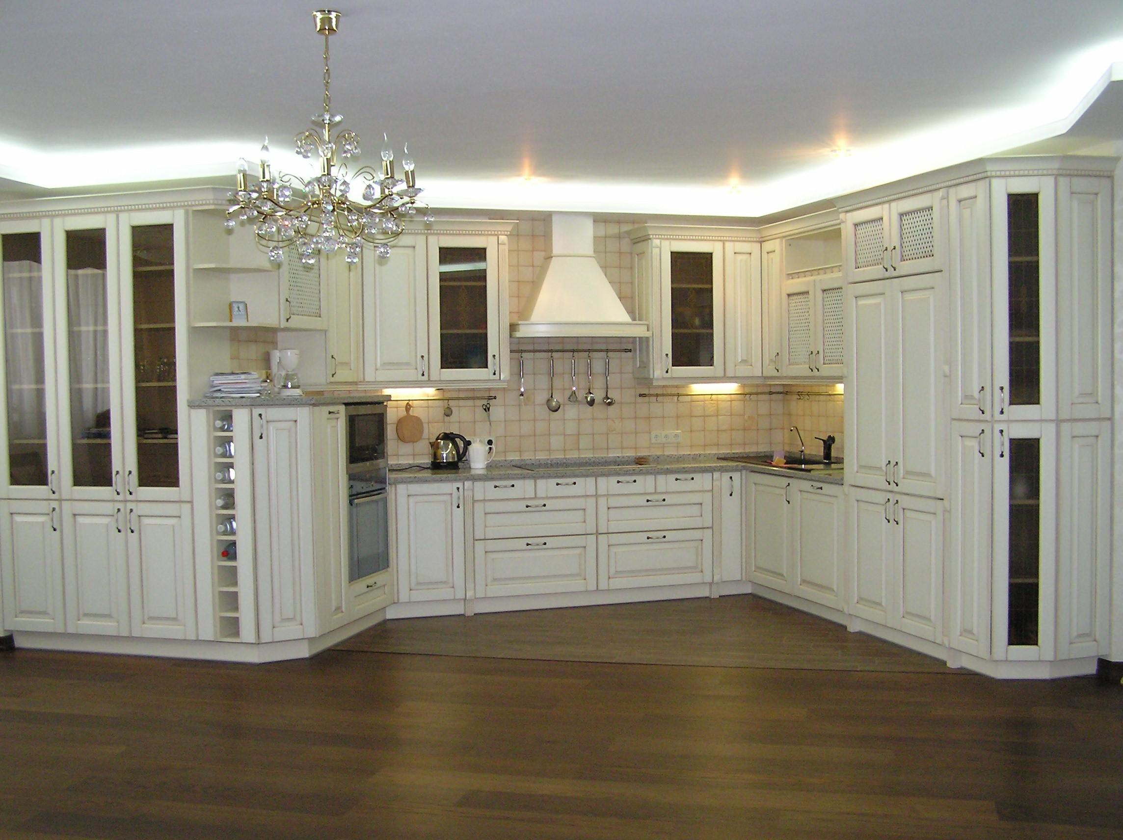 Дизайн классической белой кухни