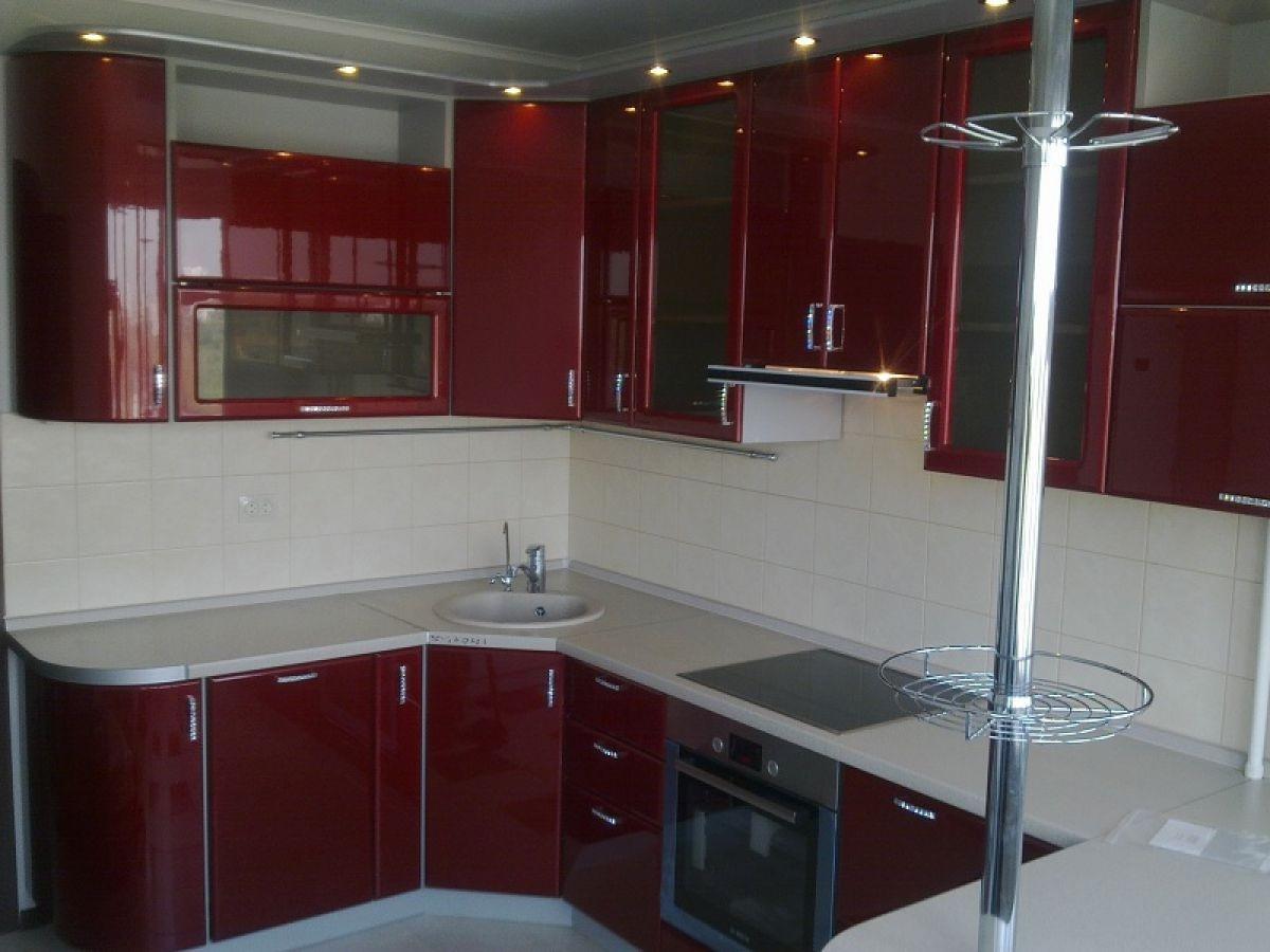 Дизайн с красной кухней фото
