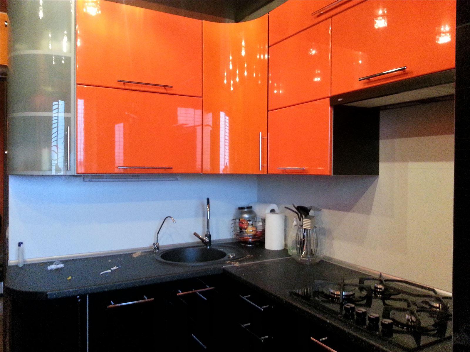 Черно оранжевая кухня фото
