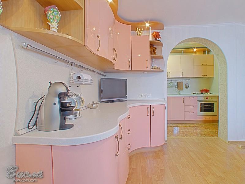 Дизайн кухни в персиковых тонах