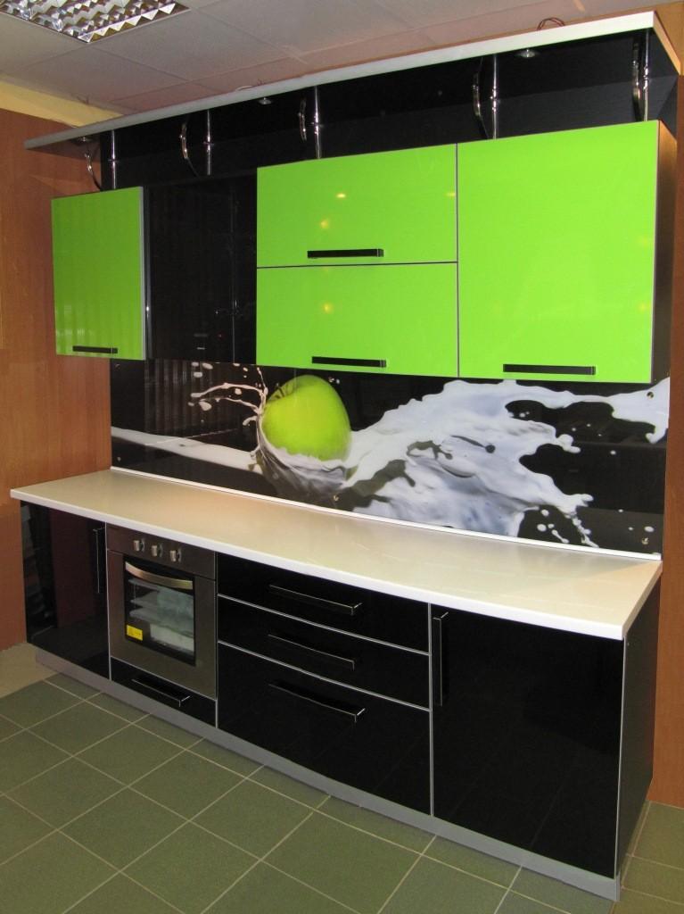 Дизайн кухни салатовые с чёрным