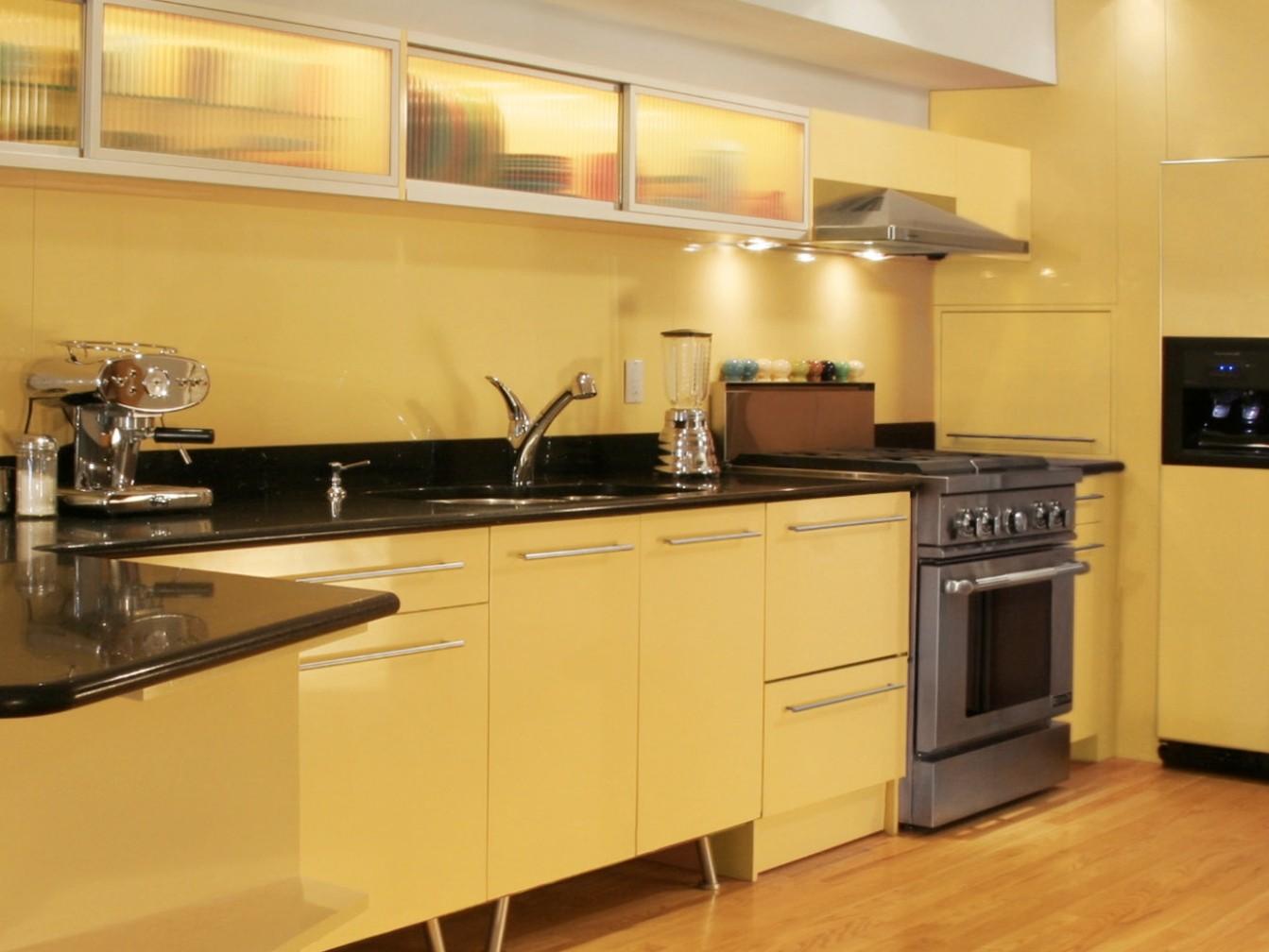 Дизайн кухни колір