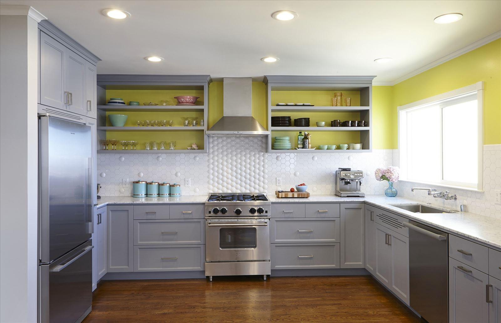 Сзади на кухне 27 фотография
