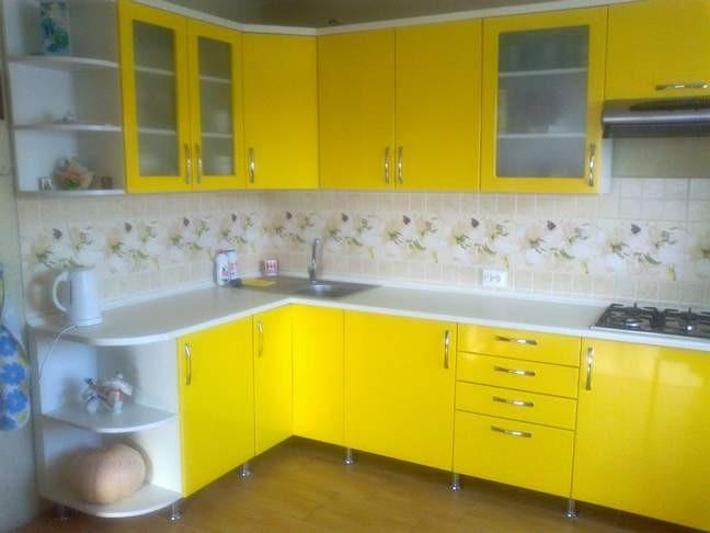 Дизайн кухни цвет желтый