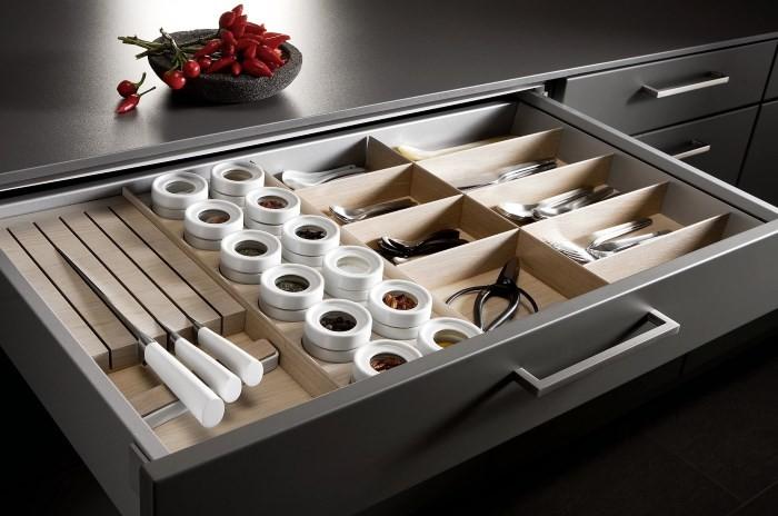 Органайзер в кухонном ящике