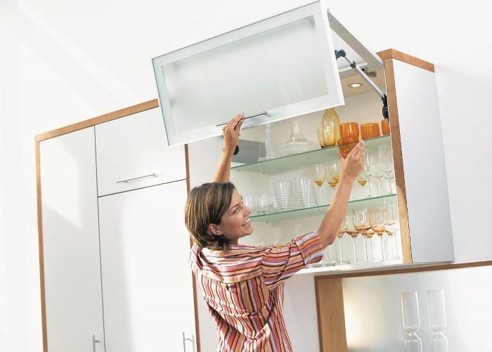 Подвесной шкаф с подъемной дверцей