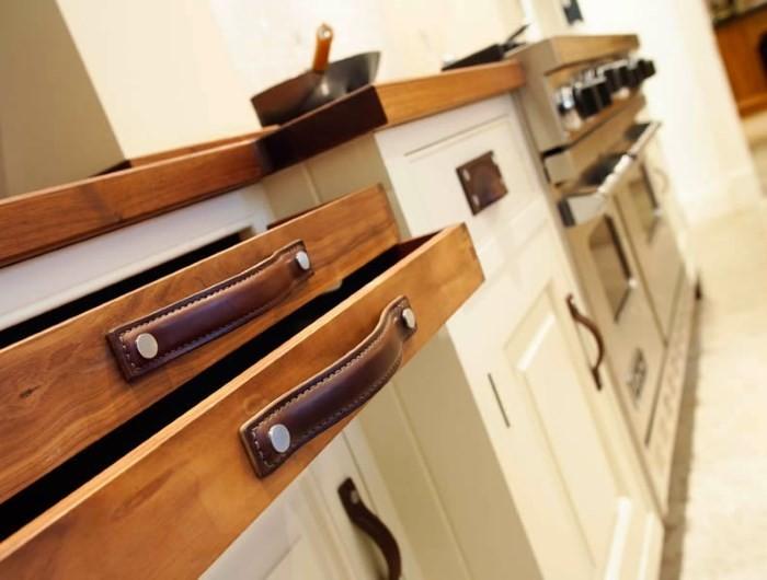 Ручки на кухонных шкафах