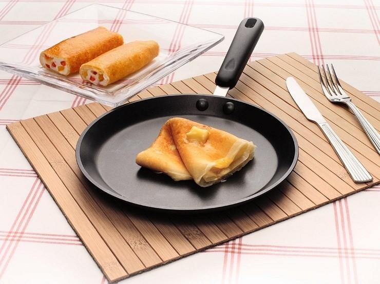 Блинная сковорода и блинчики