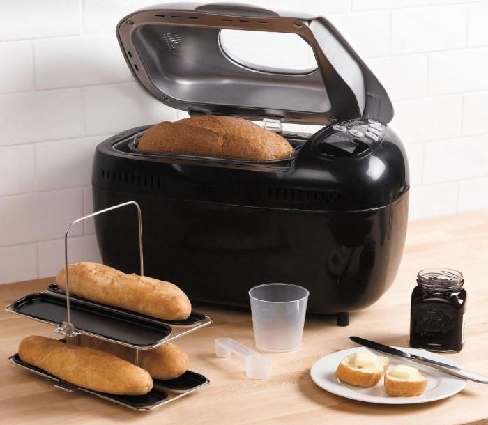 Хлебопечка на кухне