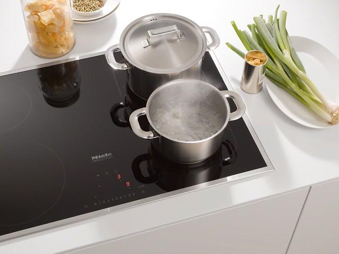 Индукционная плита на кухне