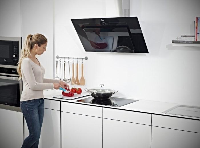 Пристенная вытяжка на кухне