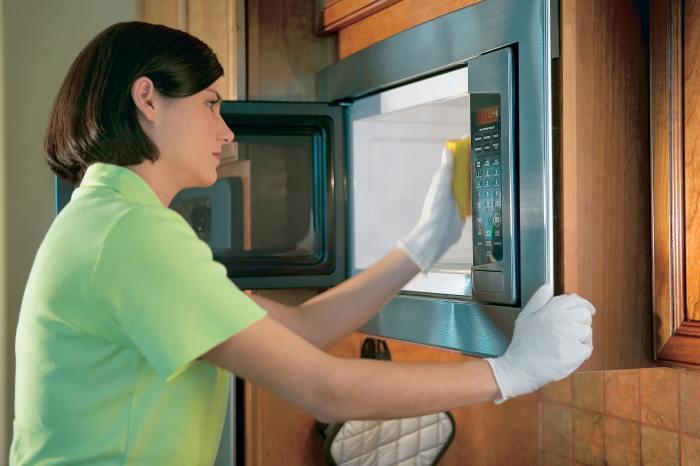 Очищение микроволновки от жира