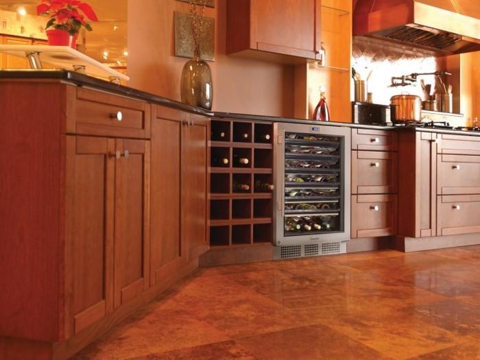 Холодильник для напитков на кухне