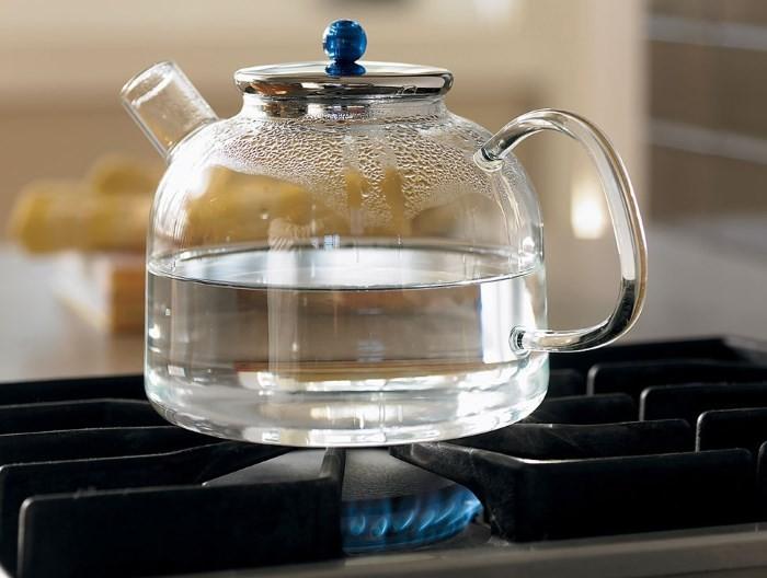 Стеклянный чайник для кипячения воды на газу