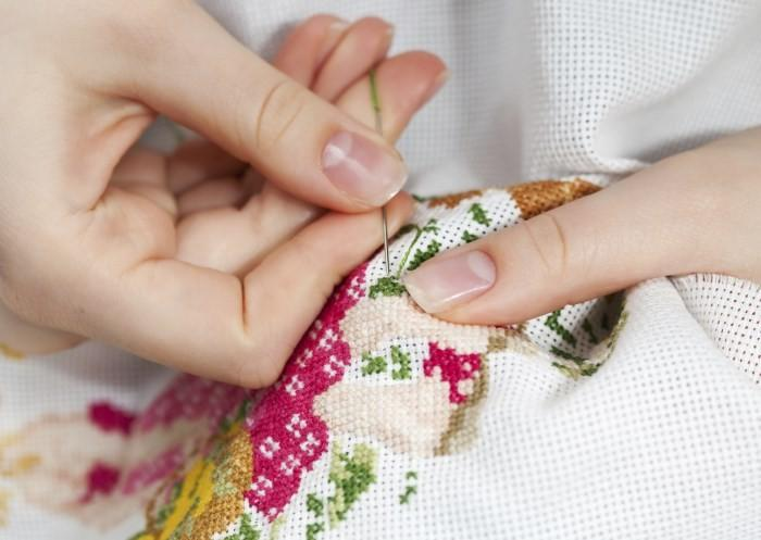 Как сидеть при вышивке