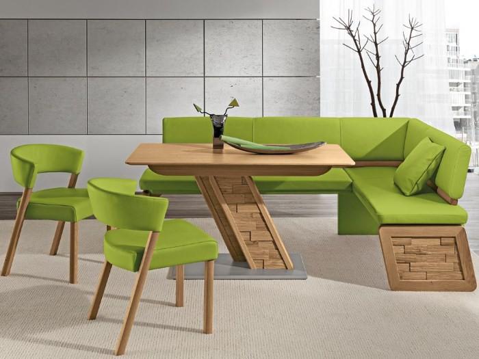 Деревянный кухонный уголок с зеленой кожаной обивкой