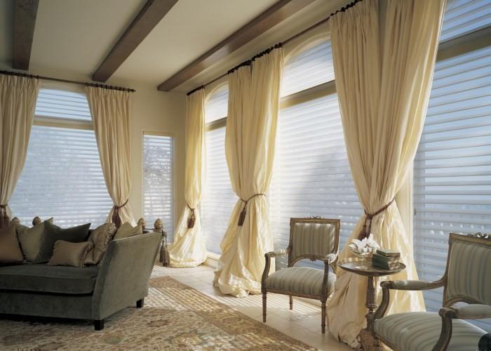 Длинные шторы в греческом стиле