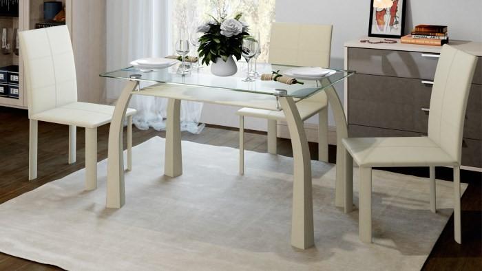 Светлый обеденный стол