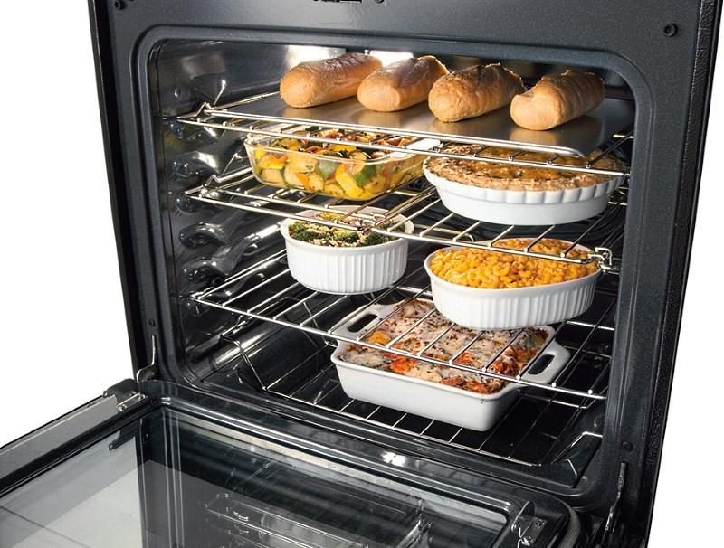 много еды в электрической духовке