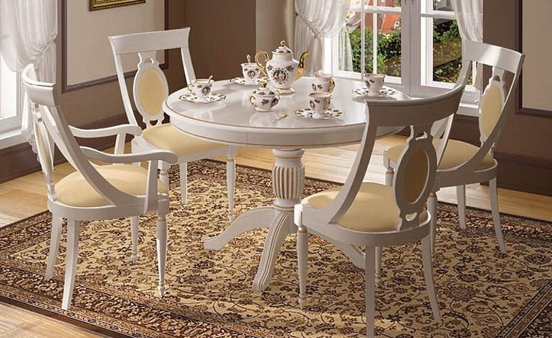 Белые стулья для классической кухни