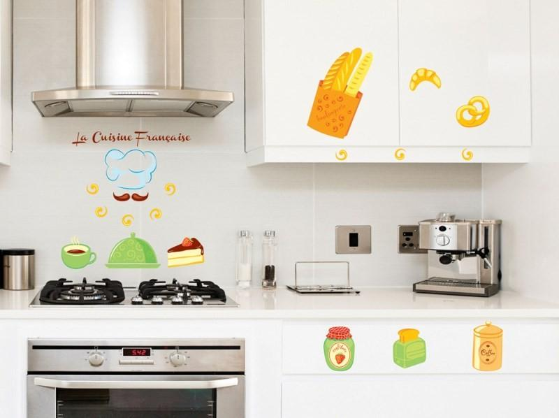 Интерьер кухни с наклейками